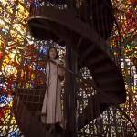 エクスペリアCMステンドグラスの場所はどこ?幻想的な雰囲気のらせん階段は箱根に実在している!
